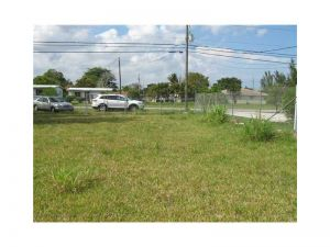 12060 SW 216 St. Miami, Florida - Hometaurus
