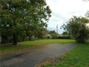 2945 SW 37 Ct. Coral Gables, Florida - Hometaurus
