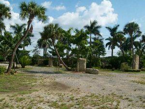 17400 SW 232 St. Miami, Florida - Hometaurus