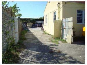 1884 NW 21 Te. Miami, Florida - Hometaurus