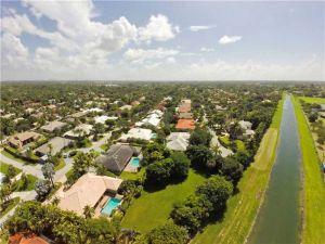 10081 SW 145 Terr. Kendall, Florida - Hometaurus