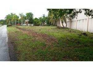 76 SW 91 Ave. Miami, Florida - Hometaurus