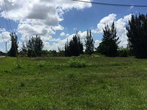 60 SW 180 Te. Davie, Florida - Hometaurus