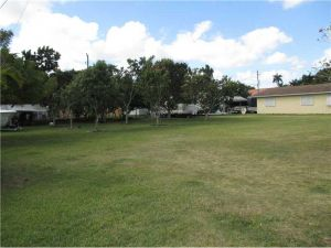 220 NE 16 St. Homestead, Florida - Hometaurus