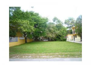 1751 SW 4 St. Miami, Florida - Hometaurus