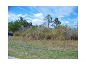 2472 SW Gay Cir. Port St. Lucie, Florida - Hometaurus
