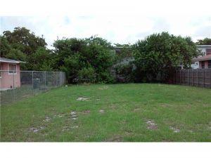 1414 NW 60 St. Miami, Florida - Hometaurus