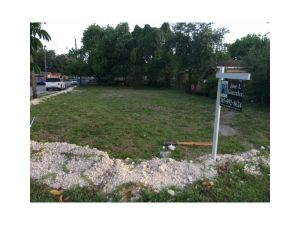3052 NW 95 St. Miami, Florida - Hometaurus