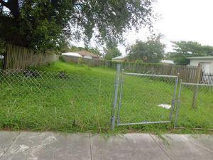 2317 NW 55 Te. Miami, Florida - Hometaurus