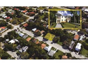 3648 Oak Av. Coconut Grove, Florida - Hometaurus
