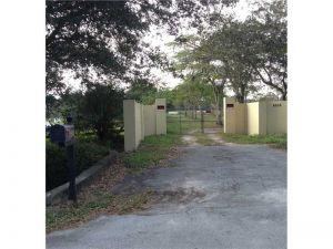 6655 NW 84 Av. Parkland, Florida - Hometaurus