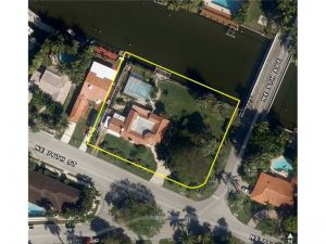 875 NE 76 St. Miami, Florida - Hometaurus
