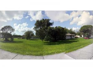 8191 NE 3 Pl. Miami, Florida - Hometaurus