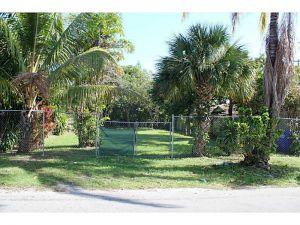 8263 NE 1 Av. Miami, Florida - Hometaurus