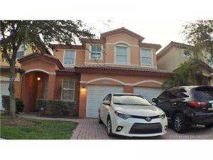 8388 NW 114th Path. Doral, Florida - Hometaurus
