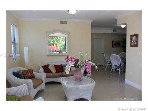 3012 Elizabeth St #3012. Coconut Grove, Florida - Hometaurus