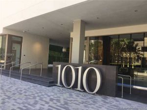1010 Brickell #3307. Miami, Florida - Hometaurus