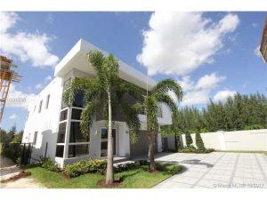 7551 NW 97th Ct. Miami, Florida - Hometaurus