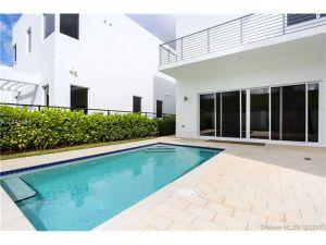 10010 NW 74th Ter #10010. Doral, Florida - Hometaurus