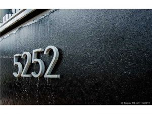 5252 NW 85th Ave #1801. Doral, Florida - Hometaurus