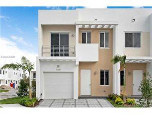 10281 NW 72 St. Miami, Florida - Hometaurus