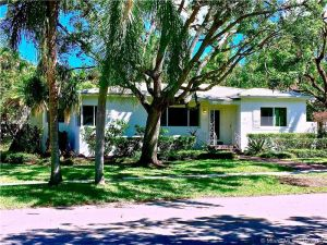 3303 Halissee St. Miami, Florida - Hometaurus